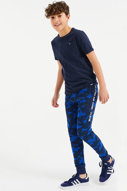 Jongens joggingbroek met camouflagedessin en tapedetail All-over print